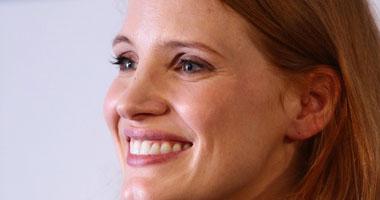 جيسيكا شاستين لعبت دور ابنة لنجم يكبرها بـ7 سنوات وصدقها العالم