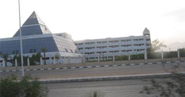 بالصوروالفيديو مستشفى شرم الشيخ الدولى صورتجمع المواطنين امام