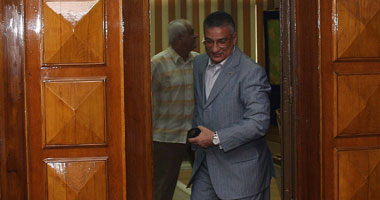 مئات المصريين يتظاهرون رحيل وزير