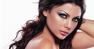 مشاهدة هيفاء وهبى تغنى حفل ملكة جمال لبنان