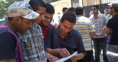 طلاب الثانوية بالهرم يعبرون عن سعادتهم بسبب سهولة امتحان اللغة العربية