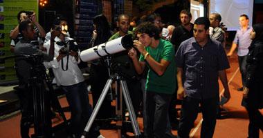 المصريون يتابعون ظاهرة خسوف القمر