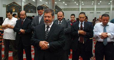 د. محمد مرسى يؤدى صلاة الغائب