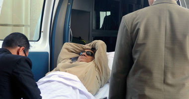 طوارئ بمستشفى المعادى العسكرى بعد إصابة مبارك بكسر فى الفخذ S620122144518