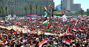 الفرحة تعم التحرير عقب إعلان فوز مرسى برئاسة الجمهورية S6201224164851