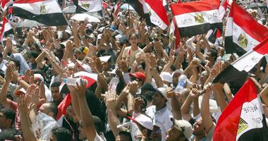 متظاهرو التحرير يغلقون مداخل الميدان