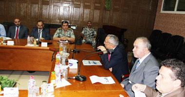 محافظ شمال سيناء يلتقى خبراء لدراسة إنشاء ميناء الصيد الجديد بالعريش