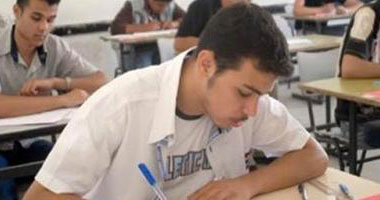 ضبط 7 حالات غش أثناء أداء امتحان اللغة الإنجليزية للثانوية بإحدى لجان أسيوط