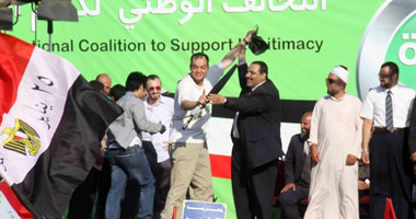 """بدء مغادرة متظاهرى الأقاليم المشاركين بمليونية """"رابعة العدوية"""""""