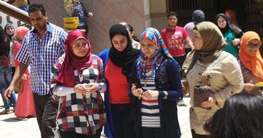 بكاء طالبات الثانوية العامة أمام لجان مصر الجديدة بسبب صعوبة الفيزياء (فيديو)