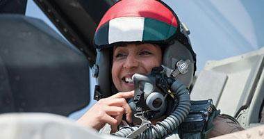 بالصور.. مريم المنصورى أول طيار امرأة فى القوات الجوية الإماراتية S620141120389