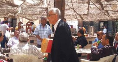 بالفيديو..إنقطاع التيار يجبر « اتحاد النقابات » على إقامة مؤتمر بحديقة « المهن »