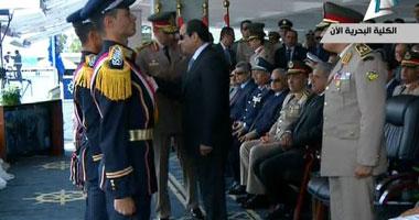 الرئيس السيسى يكرم طلاب البحريه s6201419112434.jpg