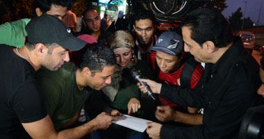 """بالصور.. طارق علام يتابع تقديم جنيهاته الذهبية فى """"كلام من دهب"""""""