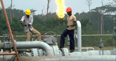 شركة البريقة لتسويق النفط الليبى تعلن إصابة خزان للنفط بقذائف المسلحين بطرابلس
