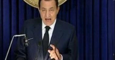 الرئيس المخلوع يشير بإصبعه