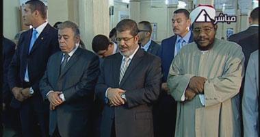 بالصور.. الرئيس مرسى يصلى الجمعة بمسجد ناصر فى الفيوم