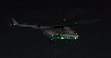 طائرات الجيش تلقى بونات هدايا على متظاهرى التحرير