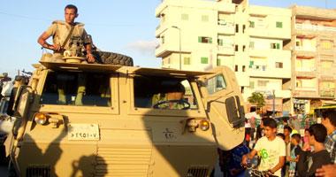 أمناء وأفراد الشرطة يقطعون الطريق