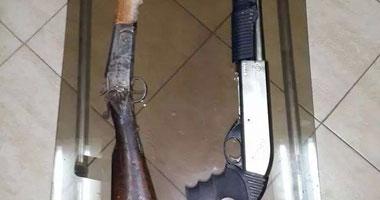 حبس 4 وضبط وإحضار آخر بتهمة حيازة بندقيتين وطبنجة وقنابل مونة فى حلوان