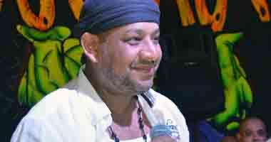 """كاريكا يحتفل بمرور 20 عاما على  أغنية """"وهى عاملة اية دلوقتى """" لـ عمرو دياب"""