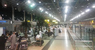 المعتمرون فى صالة مطار القاهرة الدولى