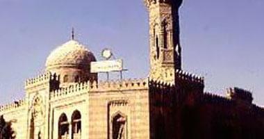"""بالصور.. مسجد """"السيدة عائشة"""" ملجأ الزاهدين والباحثين عن العلاج الروحى"""