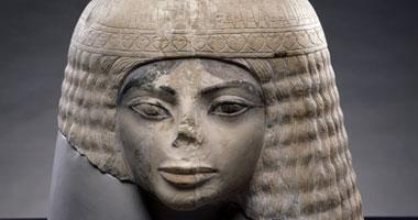 """لجنة من """"الآثار"""" تعاين تمثالا سقط به 3 أشخاص فى مصر القديمة"""