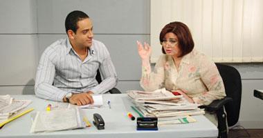 مشهد من المسلسل يجمع بين إلهام شاهين والشاب عمر السعيد
