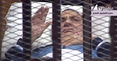 بالفيديو ..للمرة الثانية..إيداع مبارك ونجليه داخل قفص الاتهام