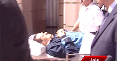 بالفيديو.. وصول مبارك وجمال وعلاء لأكاديمية الشرطة