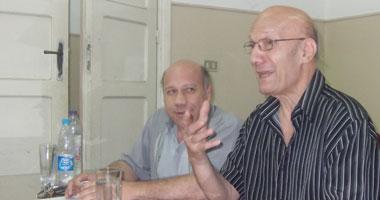 الشاعر أحمد عبد المعطى حجازى خلال الندوة