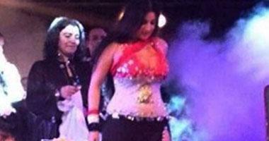 صافيناز ترقص بعلم مصر بدأ التحقيق مع صافيناز اليوم لأهانتها علم مصر صورة صافيناز