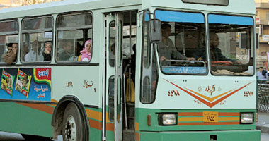 إصابة سائق فى اصطدام أتوبيس نقل عام بسور فى الهرم