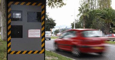 رادار المرور يضبط 785 سيارة تسير بسرعات جنونية بالطرق السريعة