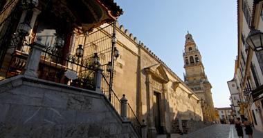 """الكنيسة الكاثوليكية الإسبانية تعيد صفة """"مسجد"""" لقرطبة الكبير"""