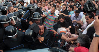 مظاهرة أمام قصر عابدين ضد التوريث واحتجاز جميلة إسماعيل