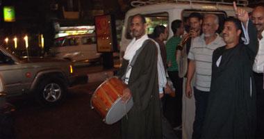 """العامرى يستعين بـ """"الطبل البلدى"""" لمواجهة آمال عثمان فى جولته الانتخابية بالدقى"""