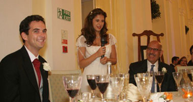 واحدة من الصور التى نشرت فى الصحافة للبرادعى وأمامه كؤوس الخمر