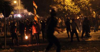بالفيديو: إشتباكات الأمن والمتظاهرين أمام