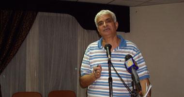 كمال خليل: قرار الحكومة بإغلاق المحلات 10 مساء أحمق ويؤدى لرحيلها