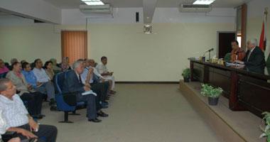 جانب من اجتماع محافظ أسيوط مع مسئولى القطاع الصحى