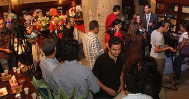 بالصور والفيديو.. ذرة مشوى وحمص شام وعرقسوس وترمس فى افتتاح مؤسسة دوم الثقافية