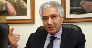 وزير المالية يوقع منشور الحد الأدنى للأجور