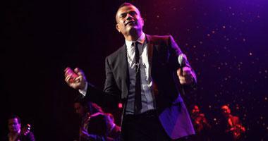 عمرو دياب يؤجل ألبومه للعام المقبل smal10201017173140.jpg