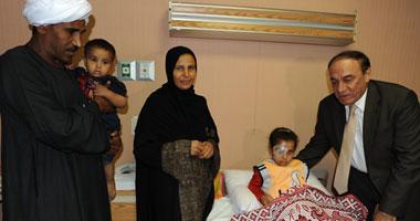 الدكتور سمير فرج يزور الطفلة المصابة