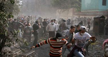 """عودة الاشتباكات فى """"محمد محمود"""" بعد ساعتين من مبادرة وقف العنف  Smal11201123142617"""