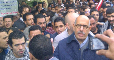 ميدان التحرير يستقبل البرادعى هتافات