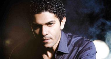 """آسر ياسين: """"من ضهر راجل"""" مختلف عن""""النمر الأسود"""" وياريتنى جزء من أحمد زكى"""