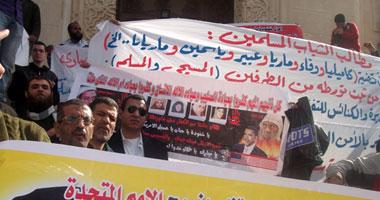 المتظاهرون لجئوا للافتات للتعبير عن مطالبهم